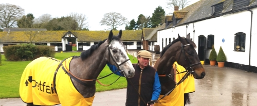 Nicky Henderson with Vasco du Ronceray (Grey) and Sign of A Victory